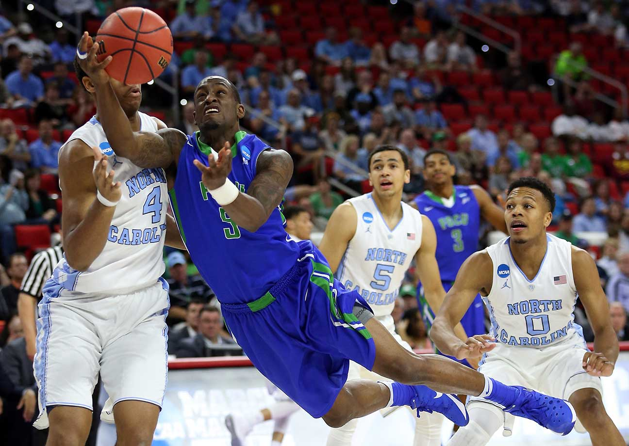 Zach Johnson puts up an awkward-looking shot during a Florida Gulf Coast loss to North Carolina.