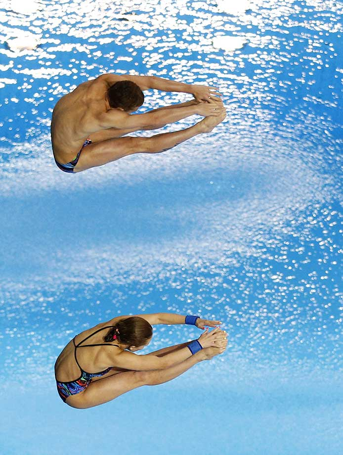 Yulia Timoshinina and Nikita Shleikher of Russia in the Mixed 10m Synchro Platform at the 2016 FINA/NVA Diving World Series.