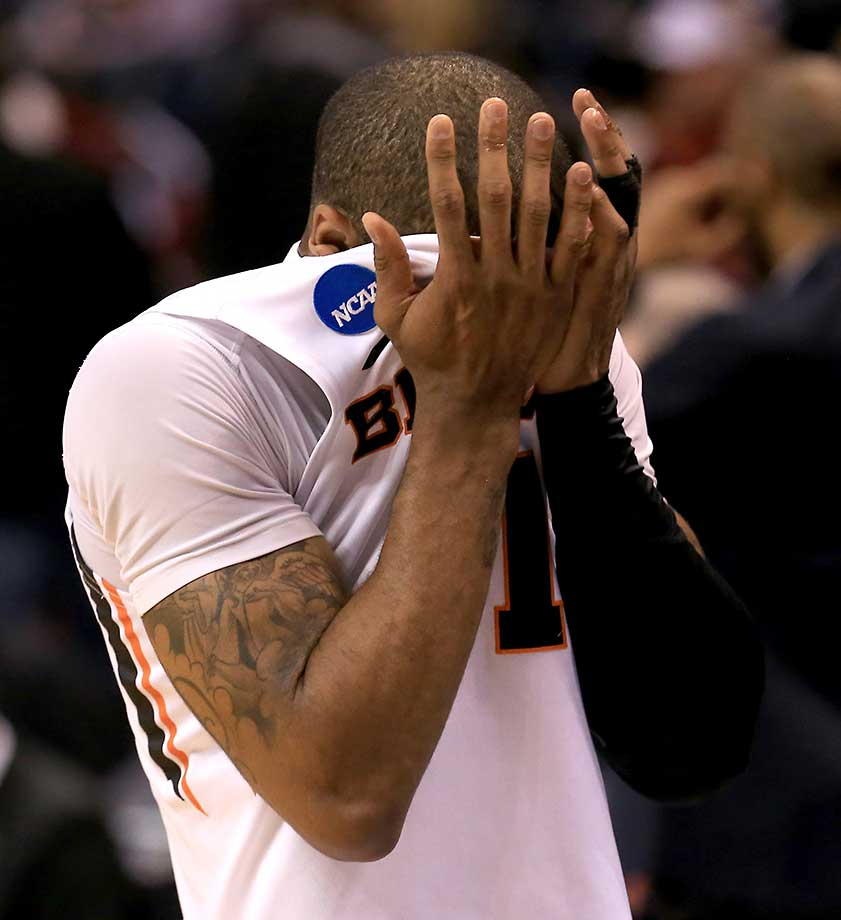 Gary Payton II of the Oregon State Beavers reacts after losing 75-67 to VCU.