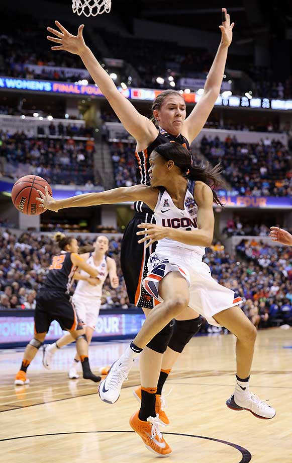 Moriah Jefferson of Connecticut passes against Ruth Hamblin of Oregon State during an 80-51 win that put UConn in its fourth consecutive national title game.