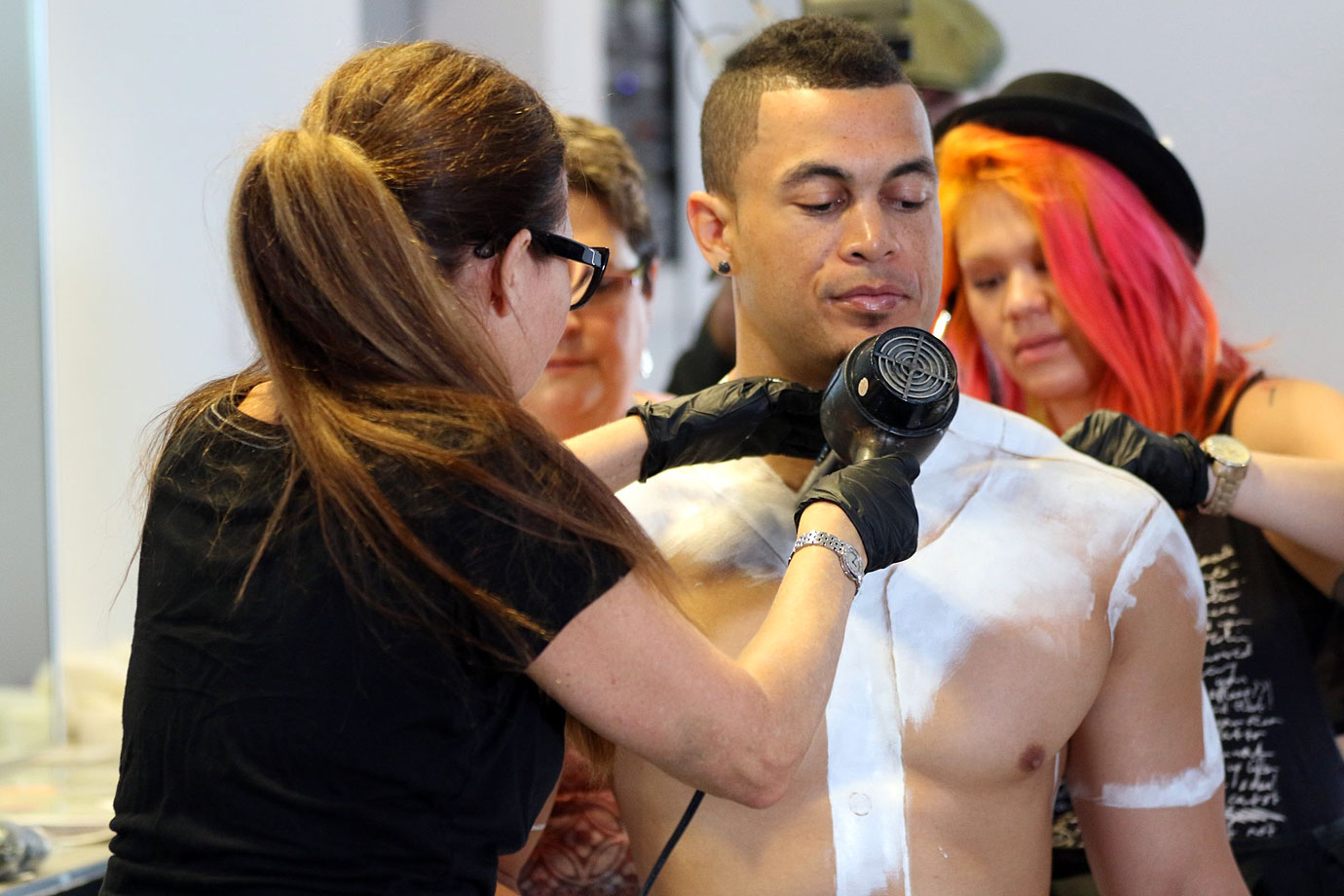 PM Clicks Kacy Vallencourt Giancarlo Stanton Gets Body Painted