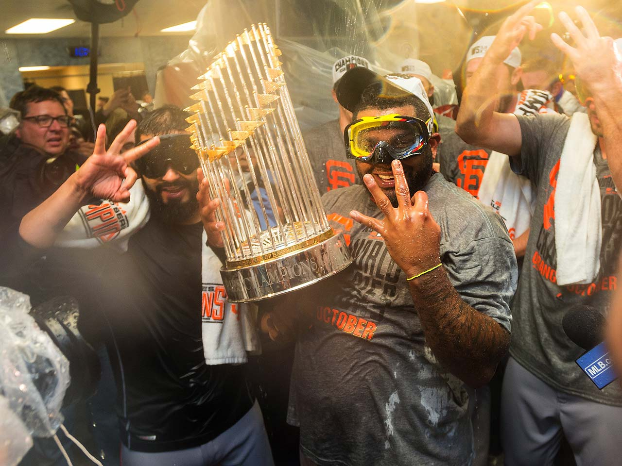 Free-agent third baseman Pablo Sandoval celebrates what could be his last playoff win with the Giants.