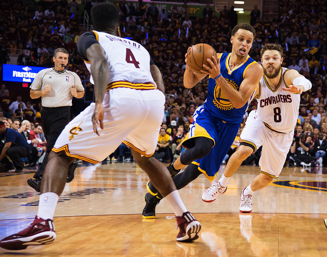 Steph Curry and the Warriors outscored the Cavaliers 28-18 in the third quarter, quieting a rocking Cleveland crowd in the process. (Text credit: AP)