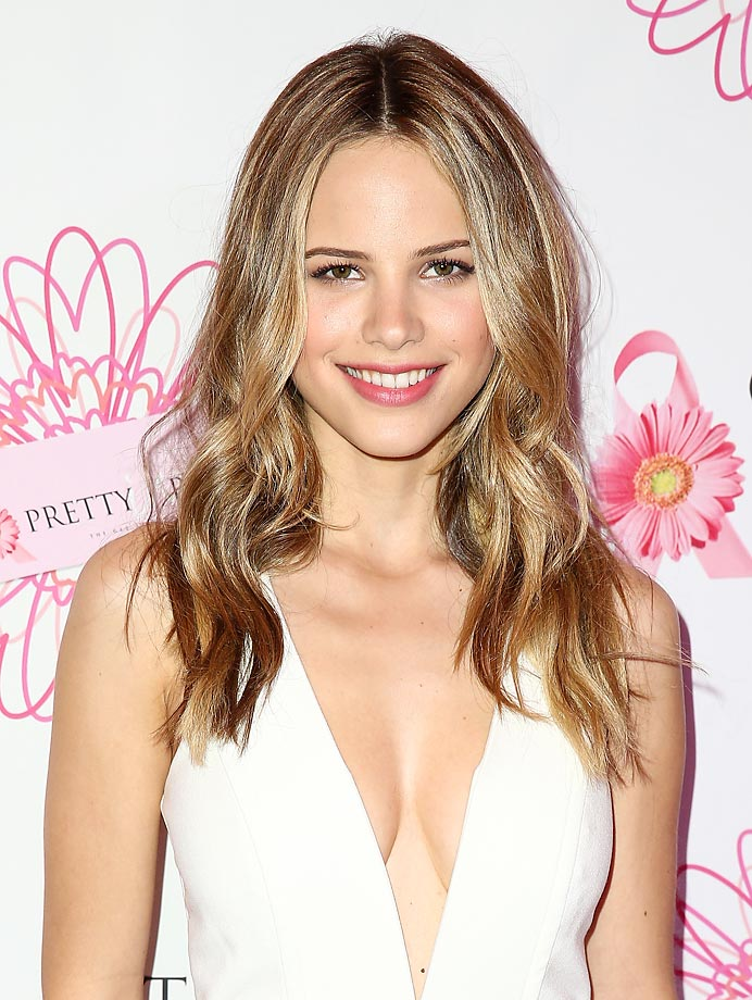 Halston Sage Nude Photos 21