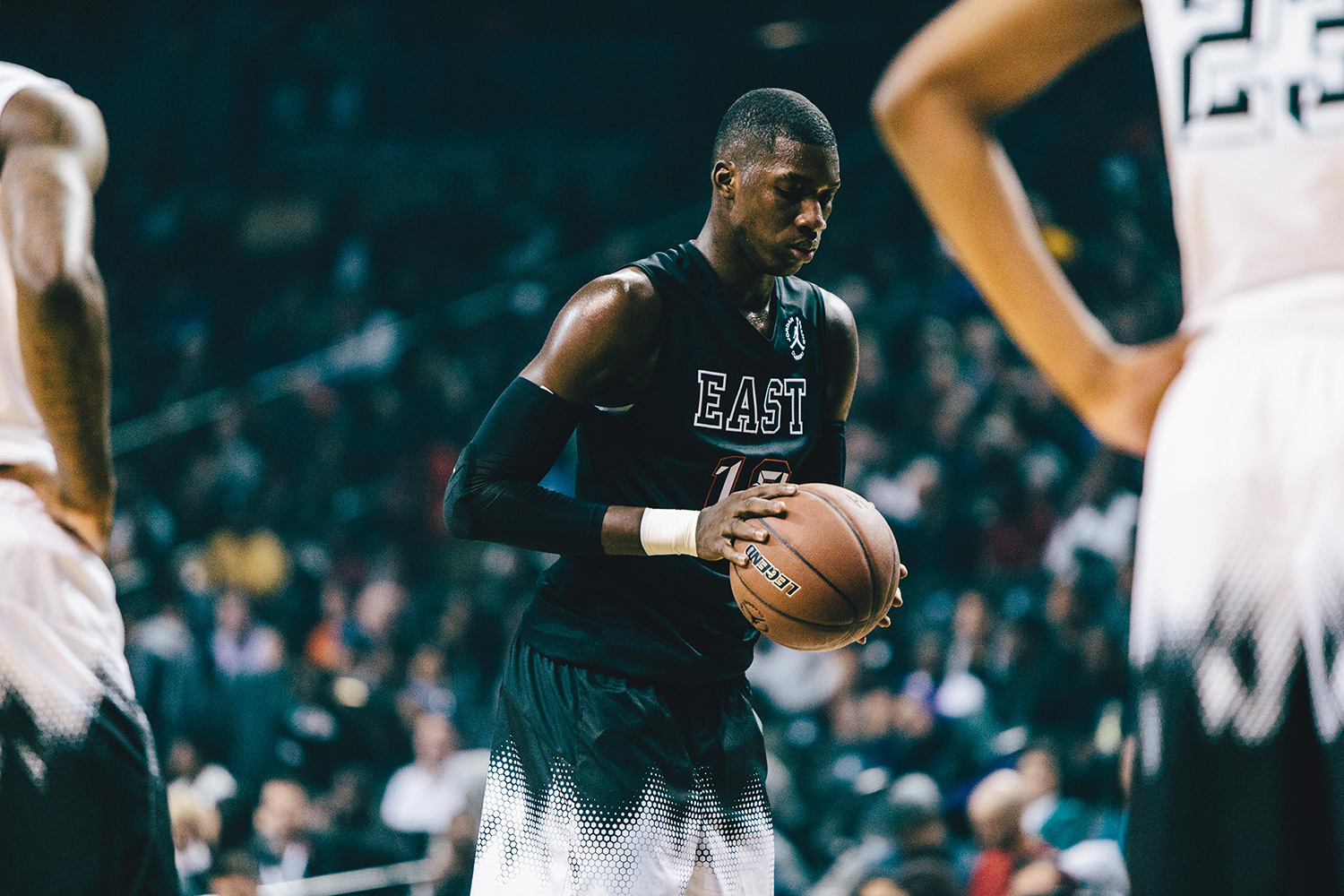 Cheikh Diallo goes through the motions of shooting free throws during the Jordan Brand Classic.
