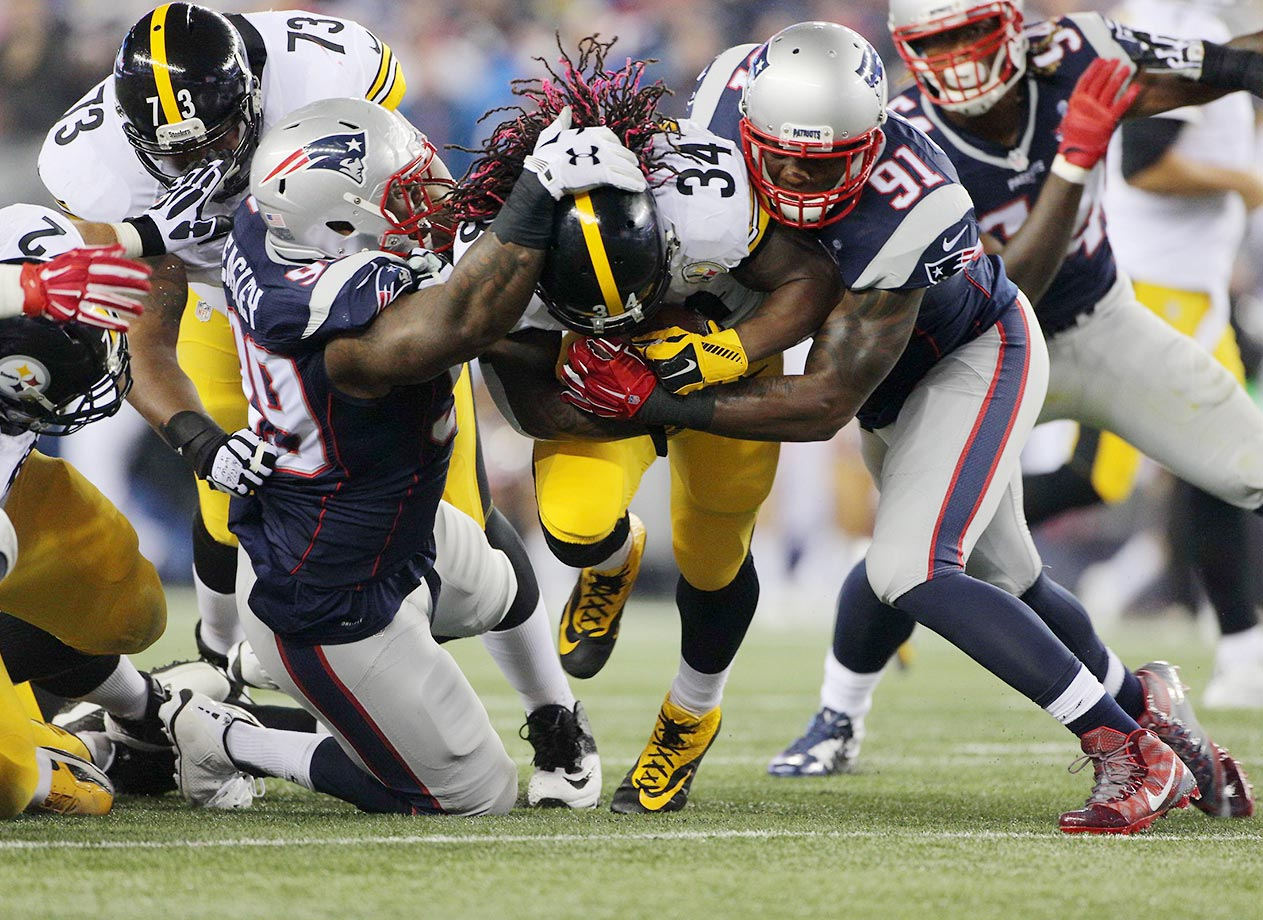 DeAngelo Williams is tackled by Jamie Collins (91) and Dominique Easley (99).
