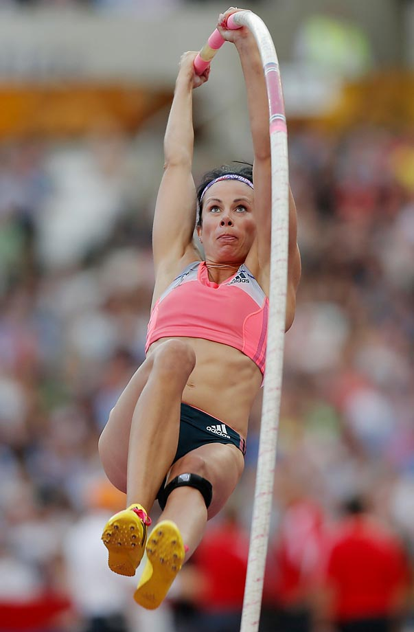 Age: 32 | Height: 6'0"