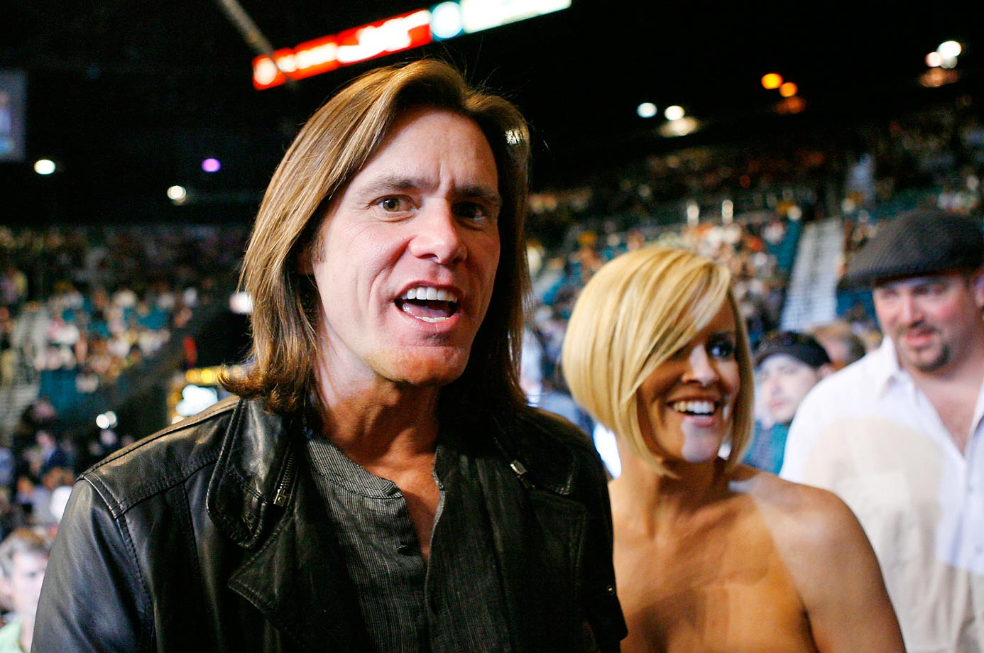 Jim Carrey and Jenny McCarthy attend the Oscar De La Hoya and Floyd Mayweather fight.