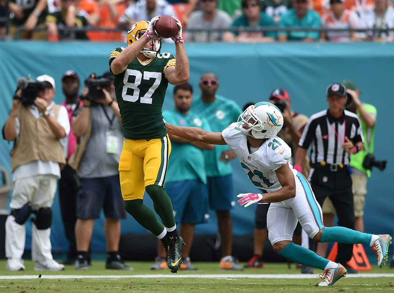 Jordy Nelson makes one of his nine receptions against Miami.