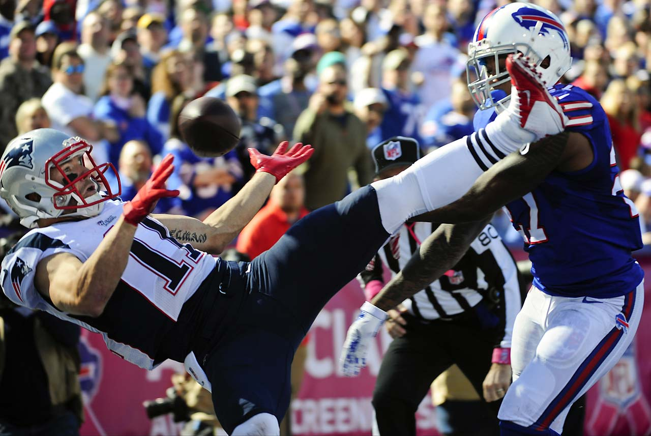 New England Patriots receiver Julian Edelman is defended by Buffalo Bills strong safety Duke Williams.