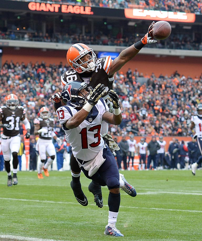 Cleveland Browns cornerback K'Waun Williams breaks up a pass intended for Houston Texans receiver Damaris Johnson.