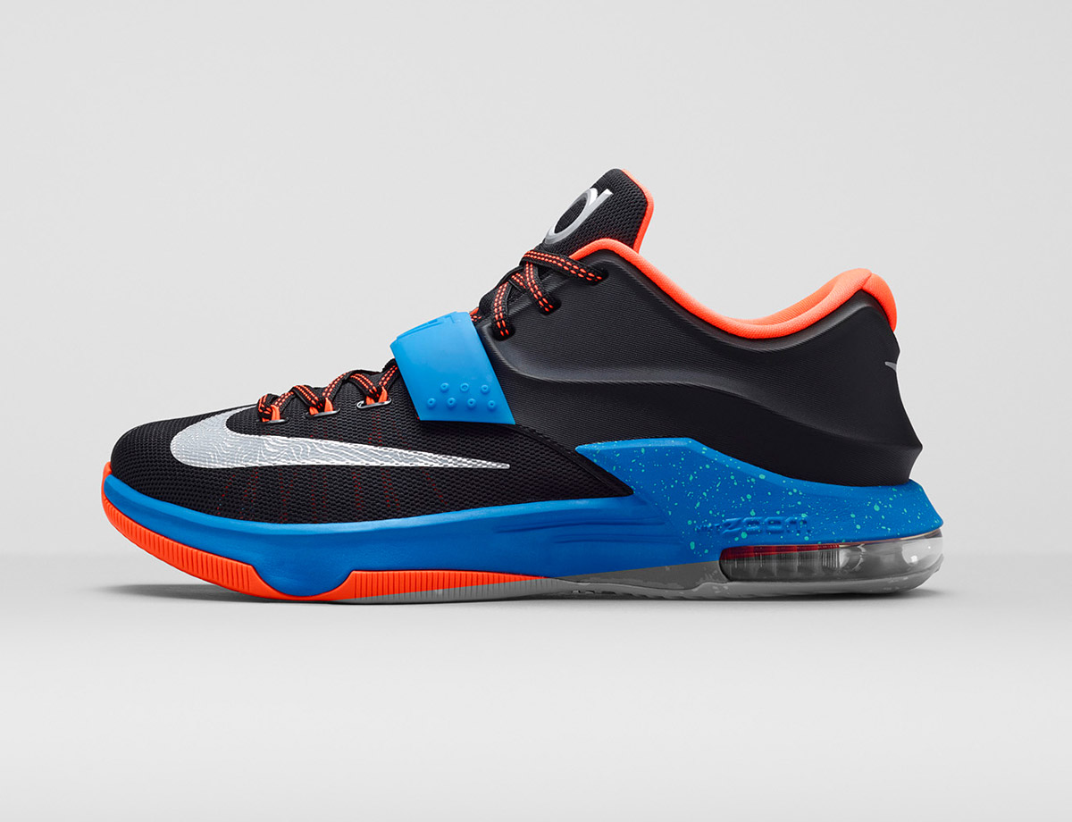 If you haven't heard, Kevin Durant's line is all about the weather. And the strap. Using meteorological-themed aesthetics, the KD7 plays off Durant's interest in the weather for design, but the KD7 also brought back the strap in this flexible and supportive design.