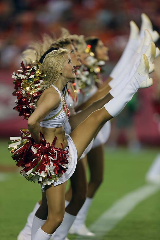 Kansas-City-Chiefs-cheerleaders-AP756758