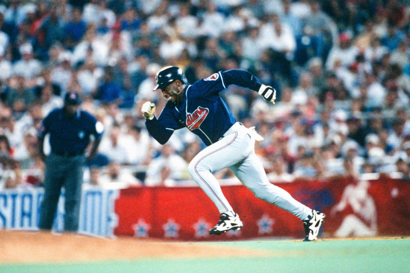 Kenny Lofton, who, like Keith Hernandez, had a career that very easily could have landed him in the Hall of Fame (career .299 average and .372 OBP). Three years after taking a flyer on Lofton, the Astros traded him just 20 games into that career. Spending most of his time with the Indians, Lofton ultimately made six All-Star appearances, won four Gold Gloves, stole 622 bases and picked up 2,428 hits while playing for 11 teams that reached the postseason in his 17-year career.
