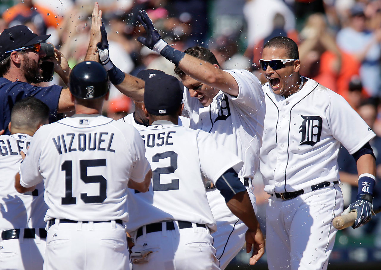 Ian Kinsler celebrates with Justin Verlander(35) Jose Iglesias (1), first base coach Omar Vizquel (15), Anthony Gose (12) and Victor Martinez (41) after his walk-off home run.
