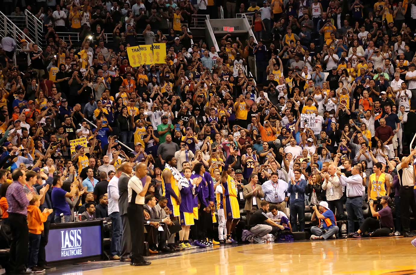 The fans give Kobe Bryant a standing ovation in his last visit to their arena.