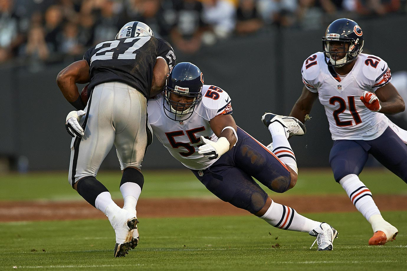 A seven-time Pro Bowl linebacker who helped the Chicago Bears reach Super Bowl XLI in 2007, Lance Briggs revealed in September that he plans to retire. Draftred in the third round in 2003, Briggs had 15 sacks and 16 interceptions in his career, and scored five touchdowns.