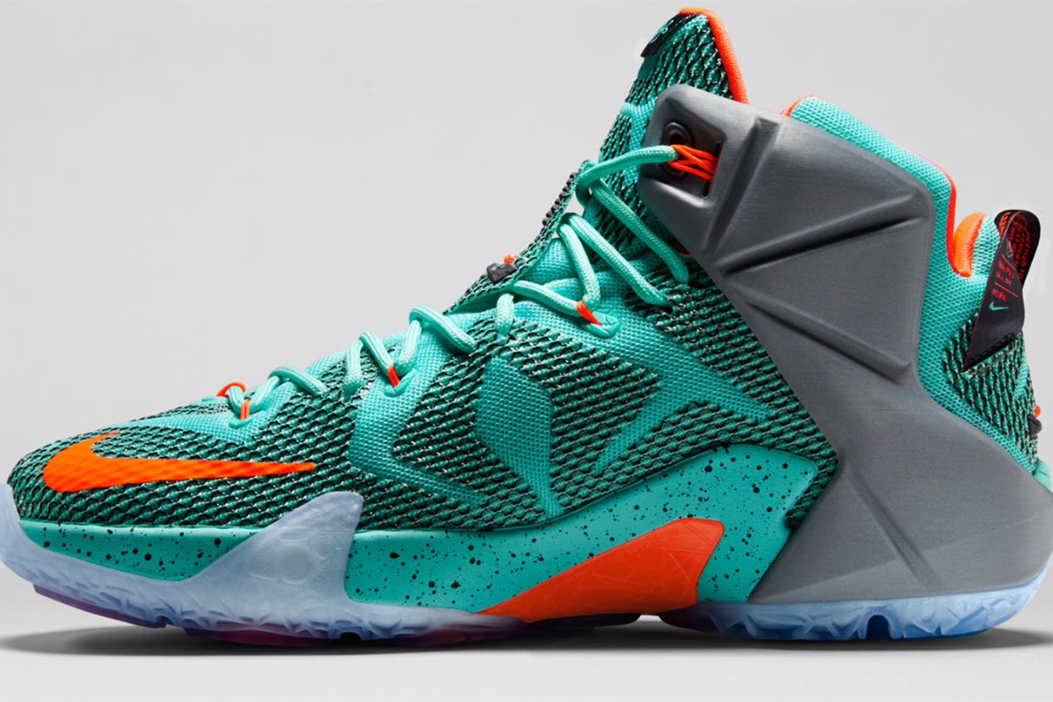 With all this talk of speed and quickness, LeBron needs a shoe powerful enough to handle his size. That is why Nike has focused on a completely new Zoom Air cushioning system that uses research from pressure-mapping a basketball player's movements to define the feel of the LEBRON 12. To highlight the research, Nike had fun with the coloring of the shoe, giving us plenty of pops and brightness to remind us all that power requires cushioning.