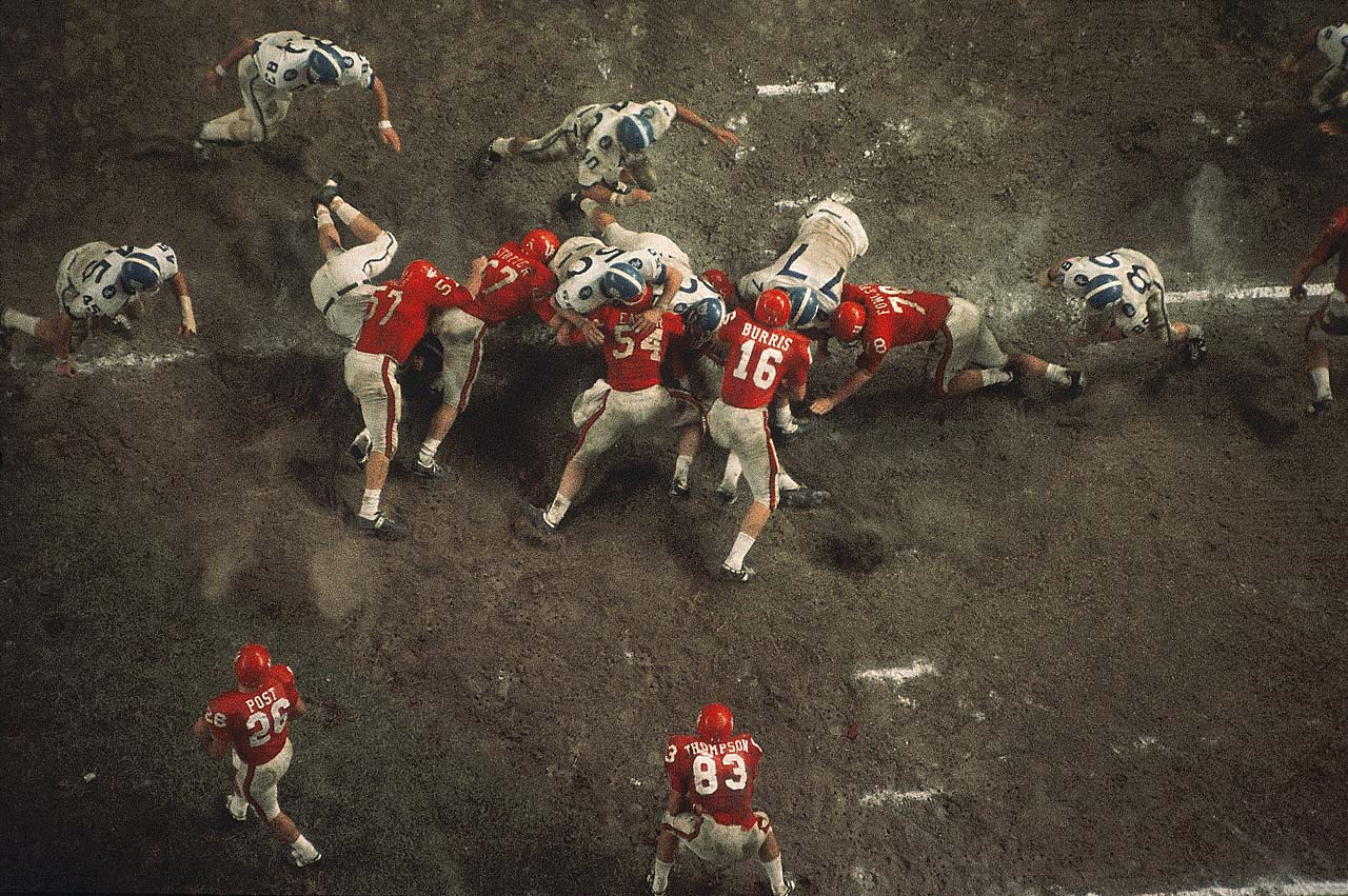 An aerial view of action at the line of scrimmage during a Kentucky-Houston game at Robertson Stadium in Texas.