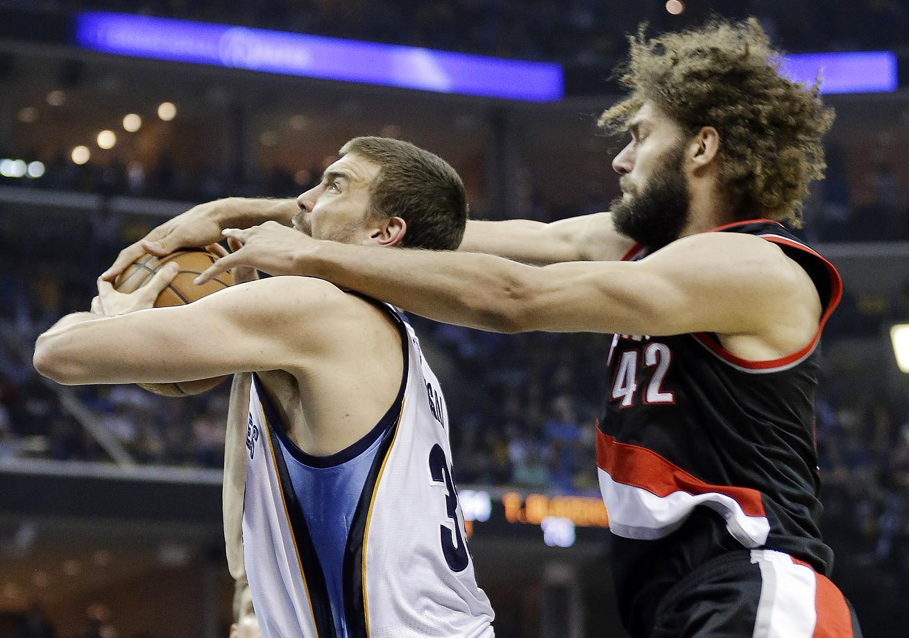 Trail Blazers' Robin Lopez and Grizzlies' Marc Gasol.