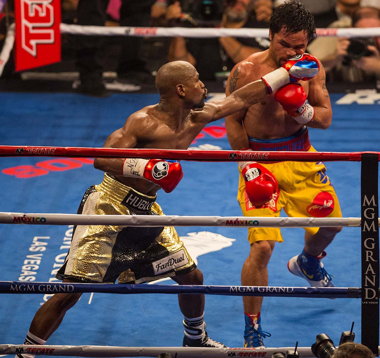 Mayweather was successful in throwing his his jab to keep Pacquiao at bay.