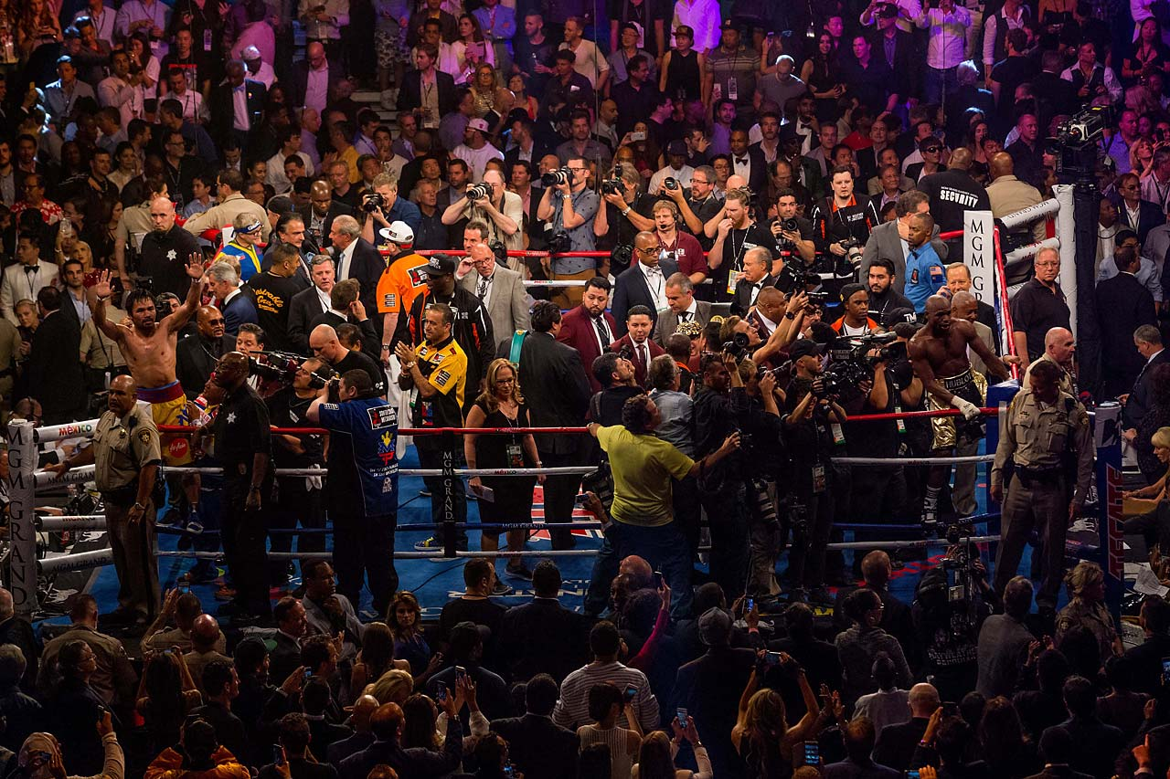 The fight unfolded before a glittering crowd of celebrities, high rollers and people who had enough money to pay for ringside seats going for $40,000 and up. (AP)