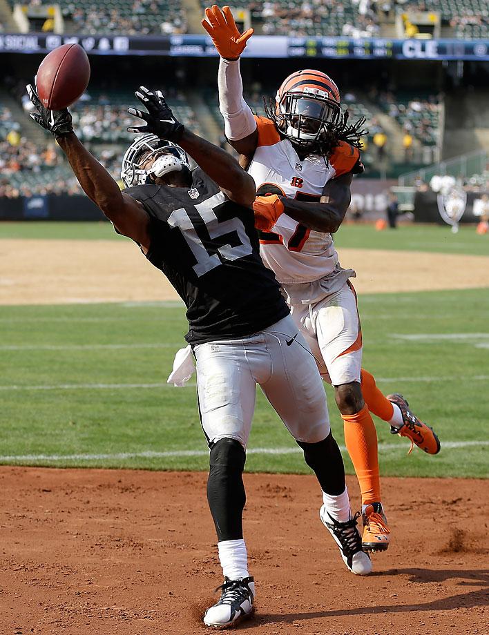 Oakland Raiders wide receiver Michael Crabtree cannot catch a pass in front of Cincinnati Bengals cornerback Dre Kirkpatrick.