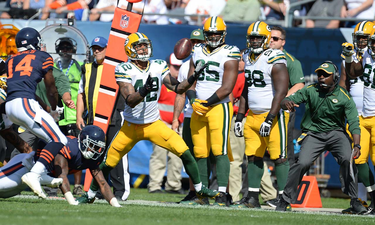 Morgan Burnett tries to make a play against the Bears.