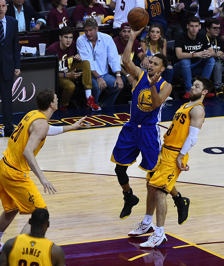 Steph Curry scored only three points in the first quarter on 1-of-6 shooting and had only 10 at halftime.