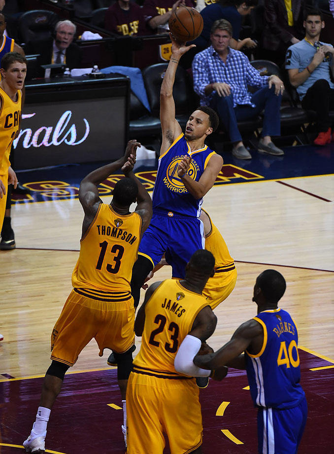 Steph Curry sank 8 of his 17 shots for a team-high 22 points.