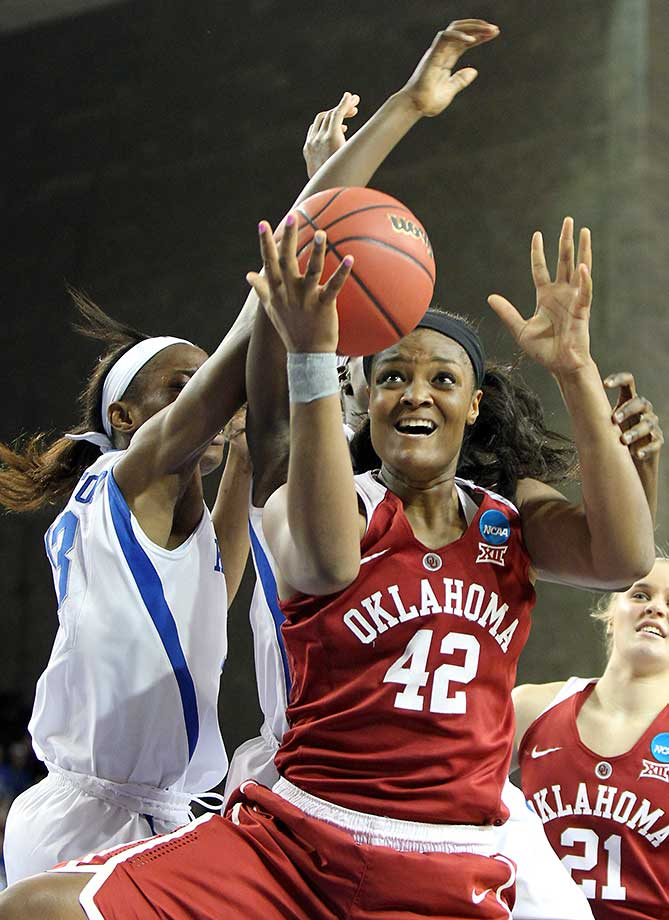 Oklahoma's Kaylon Williams shoots while being defended by Kentucky's Evelyn Akhator.