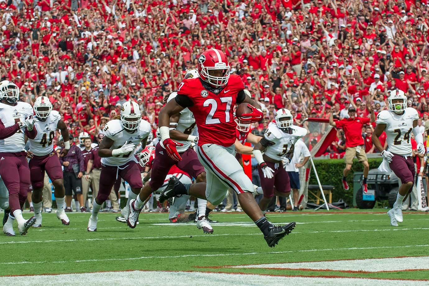 A knee injury ended Chubb's season after just six games in 2015, halting a torrid start in which he gained at least 120 yards in each of the Bulldogs' first five contests. Chubb has looked healthy in fall practices and should be ready when Georgia kicks off the season against North Carolina.