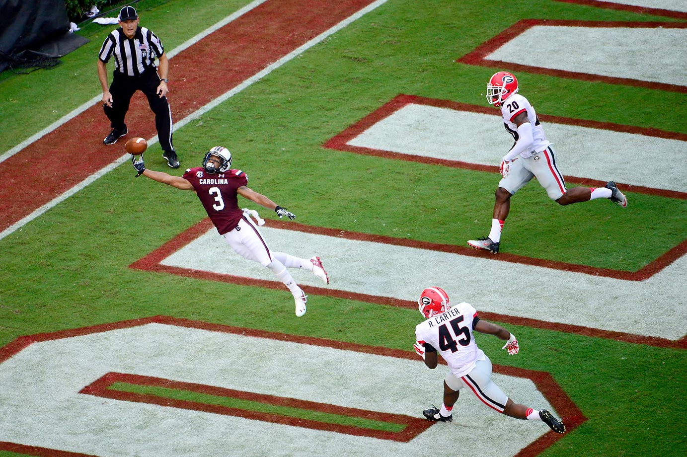 South Carolina's Nick Jones can't quite make this catch against Georgia, but his team still won 38-35.