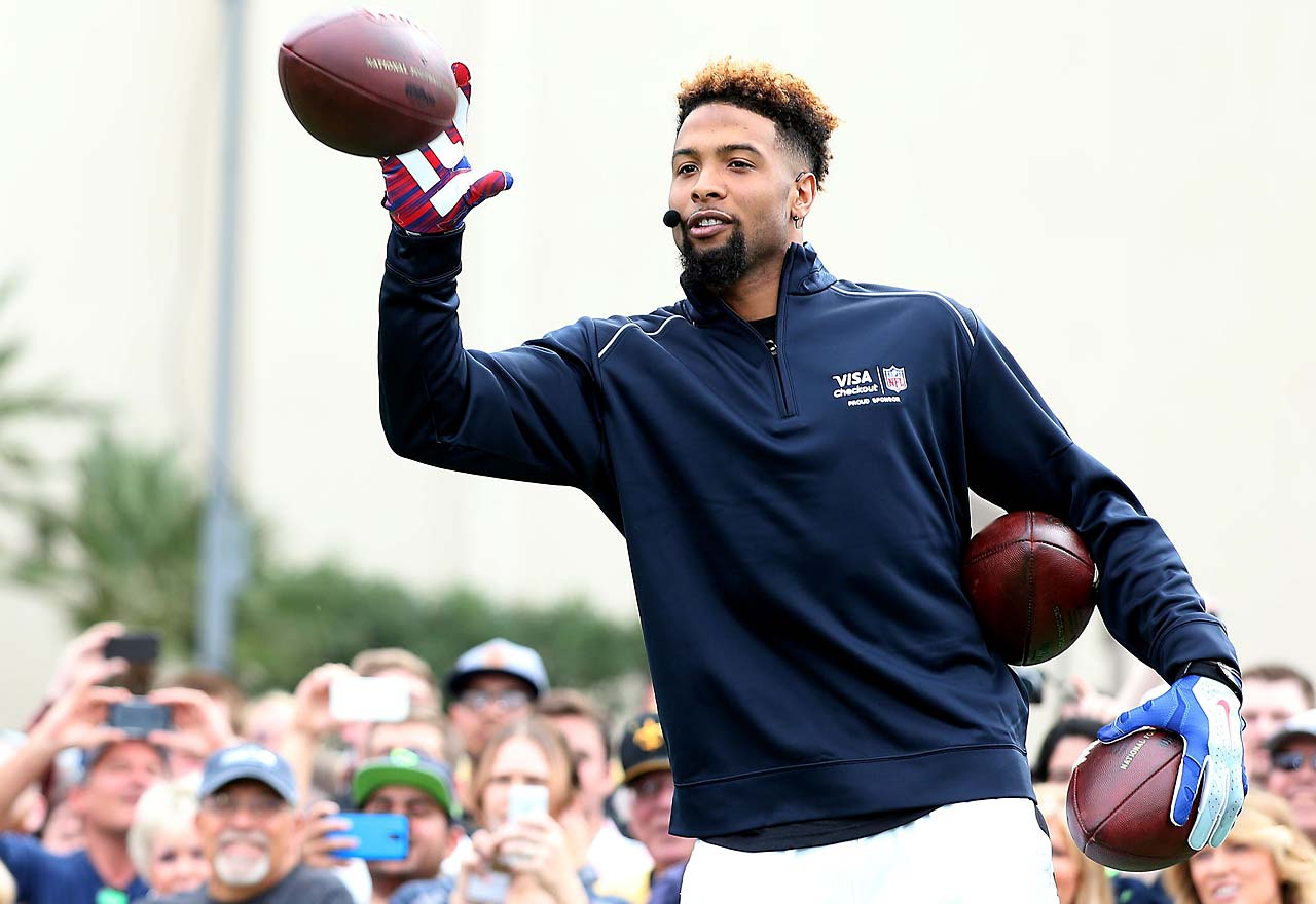 New York Giants' Odell Beckham Jr. catches a pass from New Orleans Saints' Drew Brees on Thursday while setting the Guinness World Record for the most one handed catches in one minute with 33.