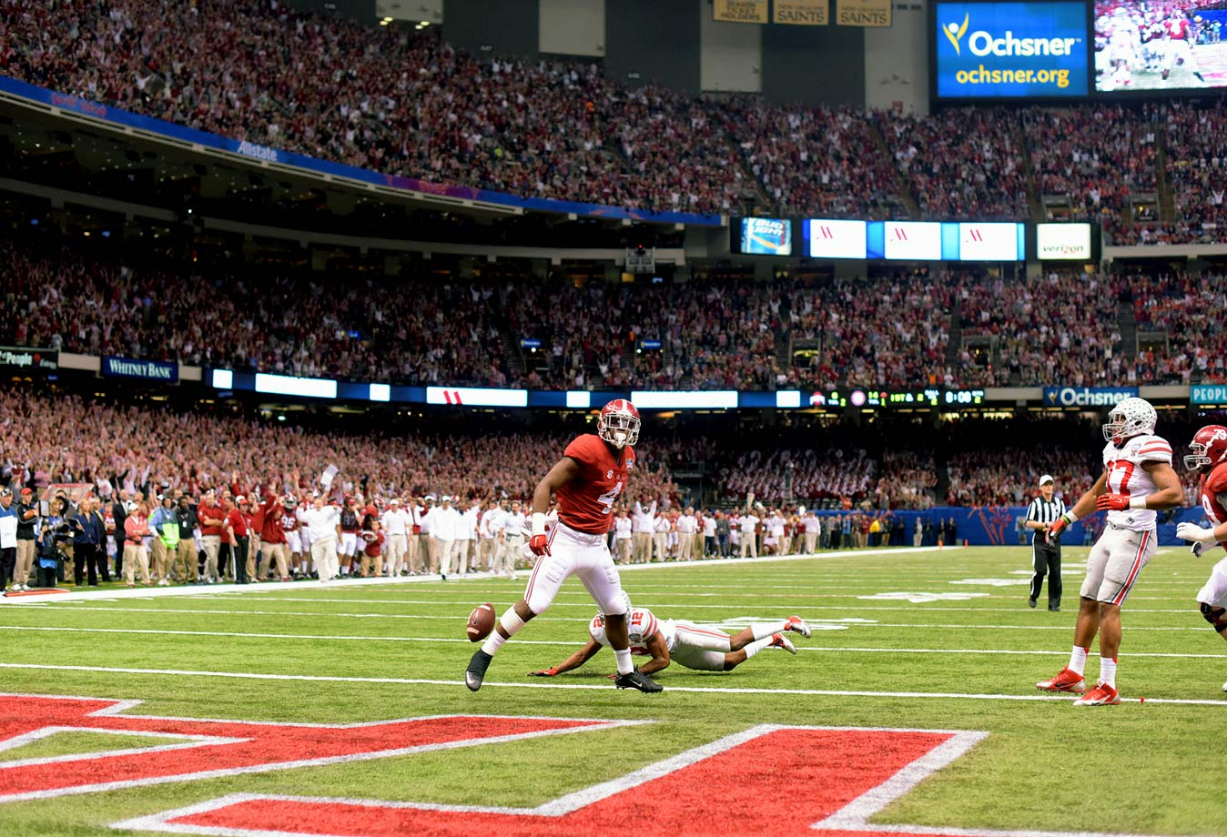 T.J. Yeldon scores a 2-yard touchdown run that put Alabama up 21-6 about midway through the second quarter.