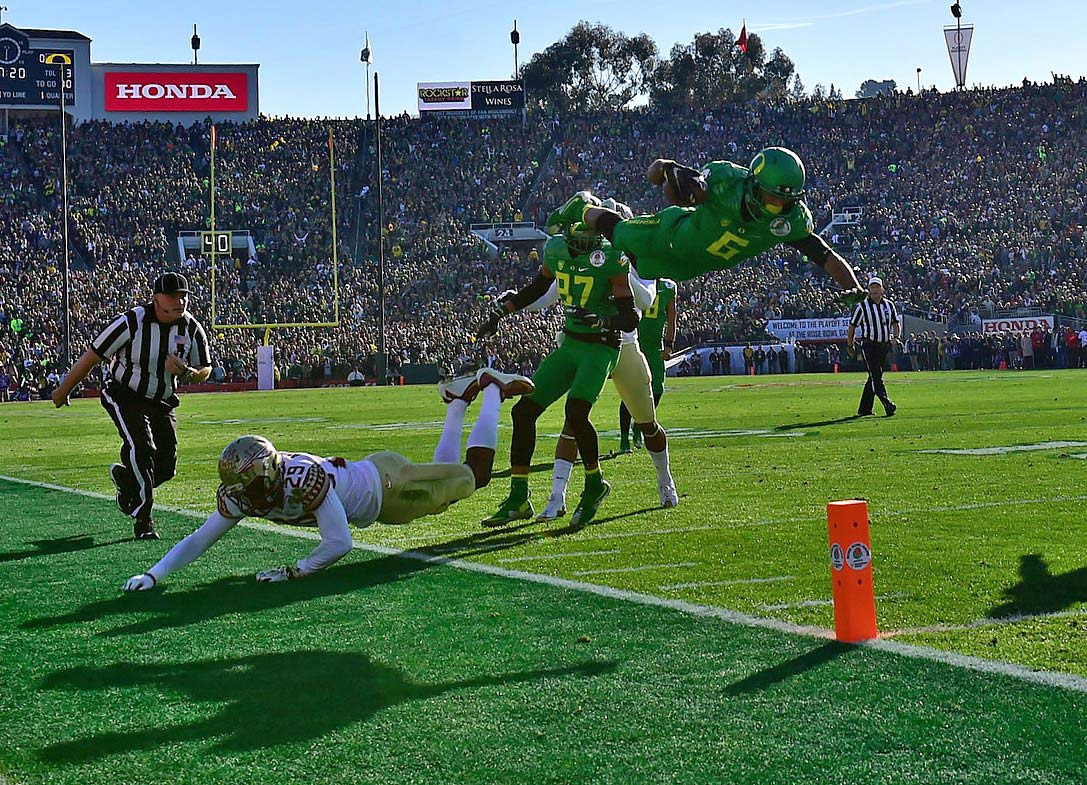Charles Nelson dives for the end zone but falls one yard short of a touchdown in the third quarter.