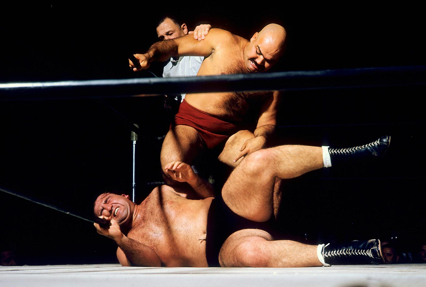 Kubla Khan (red) giving Mike DeBiasie a knee drop.