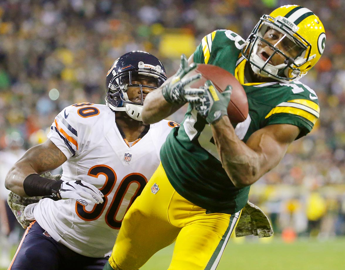 Green Bay Packers wide receiver Randall Cobb makes a touchdown catch against Chicago Bears cornerback Demontre Hurst at Lambeau Field.