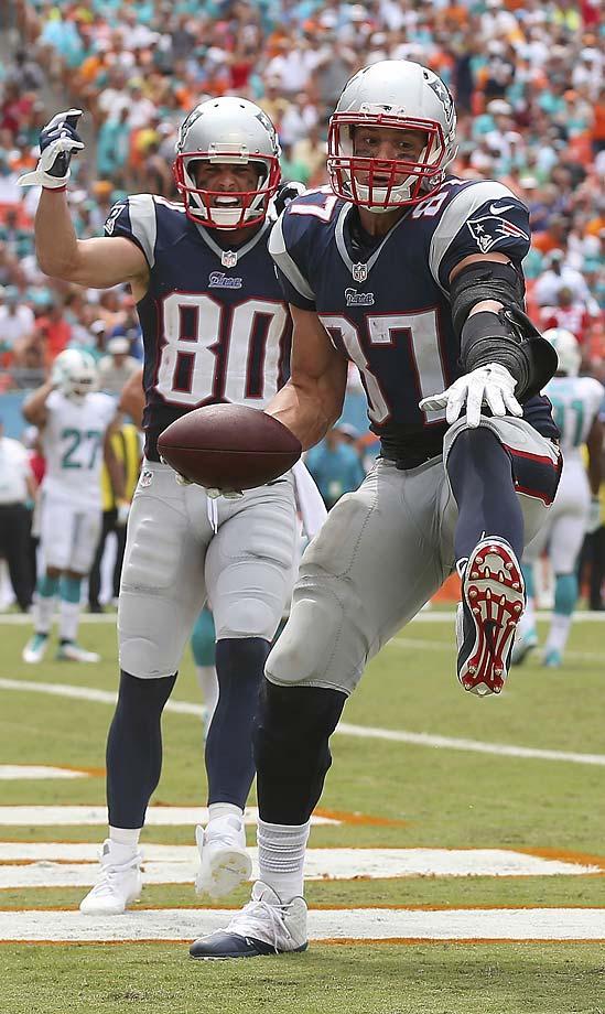 Rob Gronkowski celebrates his second-quarter touchdown as teammate Danny Amendola looks on.