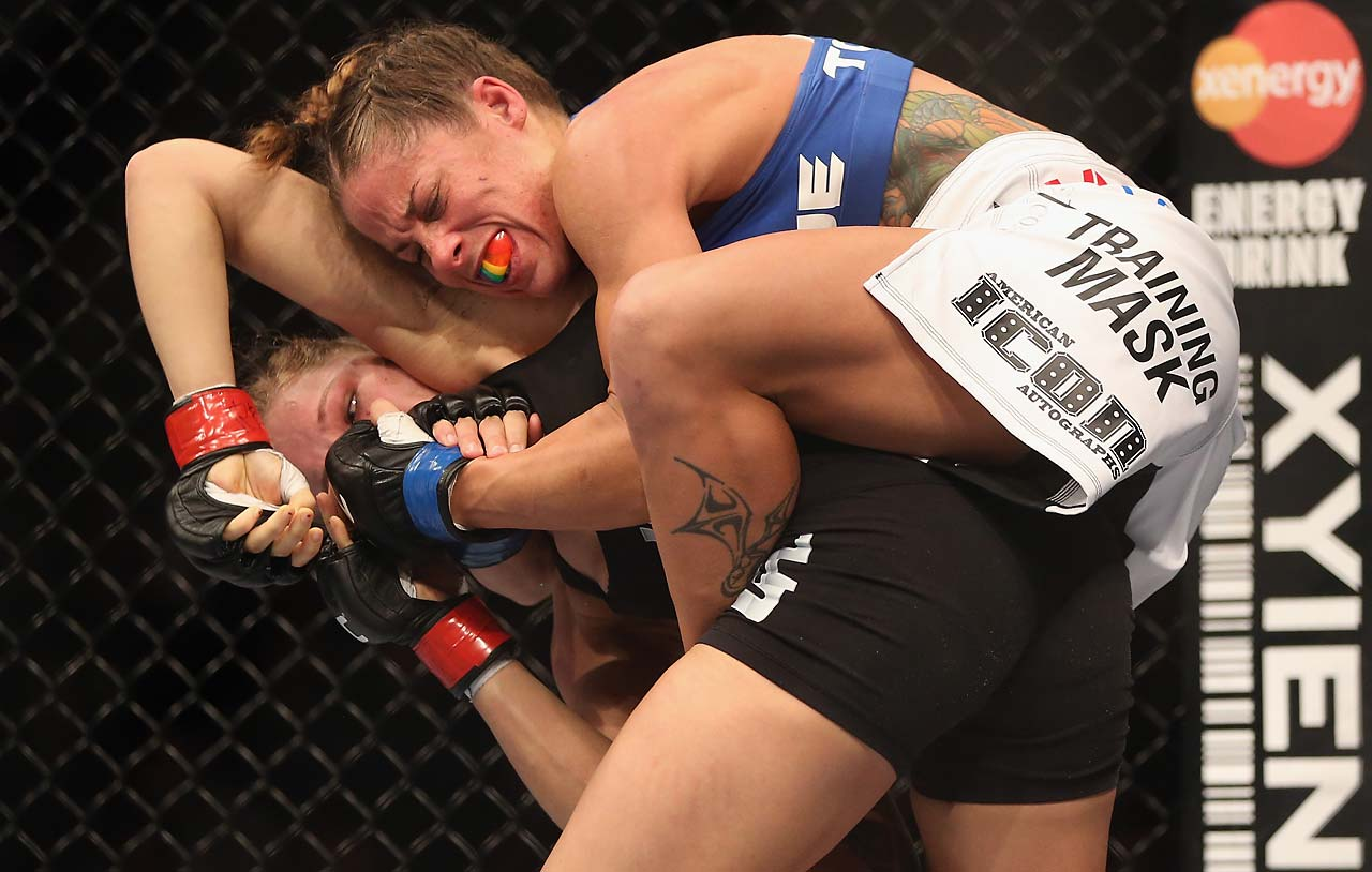 Ronda Rousey found herself in trouble early against Liz Carmouche, but withstood the challenge to win in the first round.