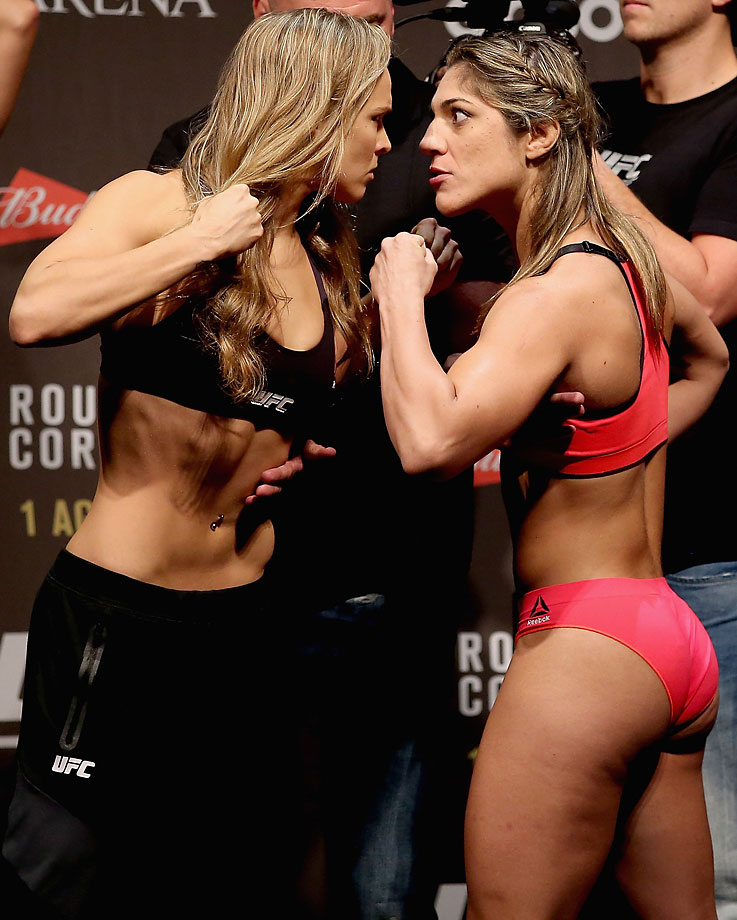 Ronda Rousey and Bethe Correia at their weigh in.
