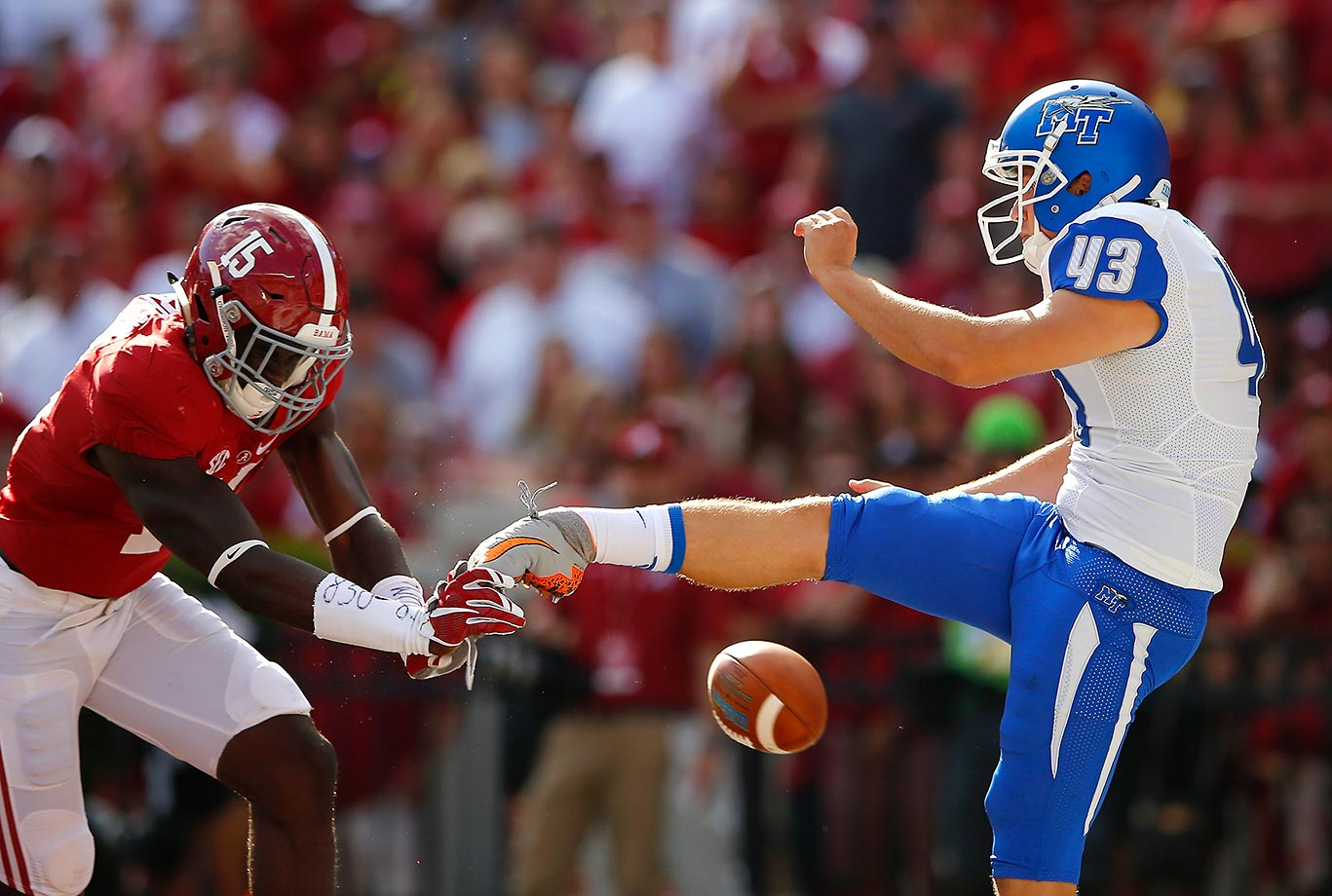 Ronnie Harrison of Alabama blocks a Trevor Owens punt in a game against Middle Tennessee.