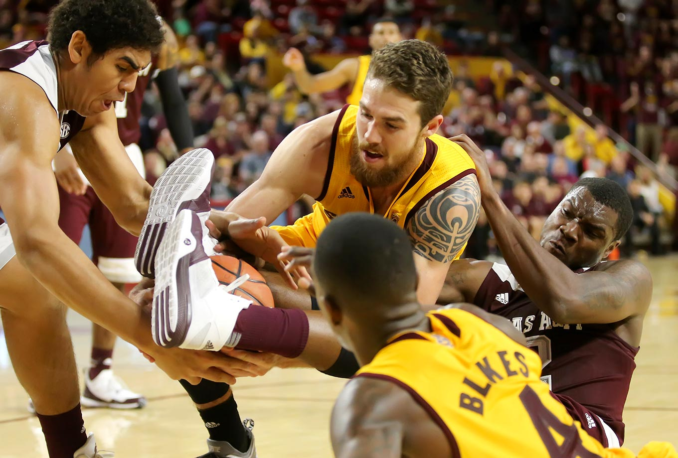 Jalen Jones of Texas A&M used both feet to clamp the loose ball away from Eric Jacobson of ASU.