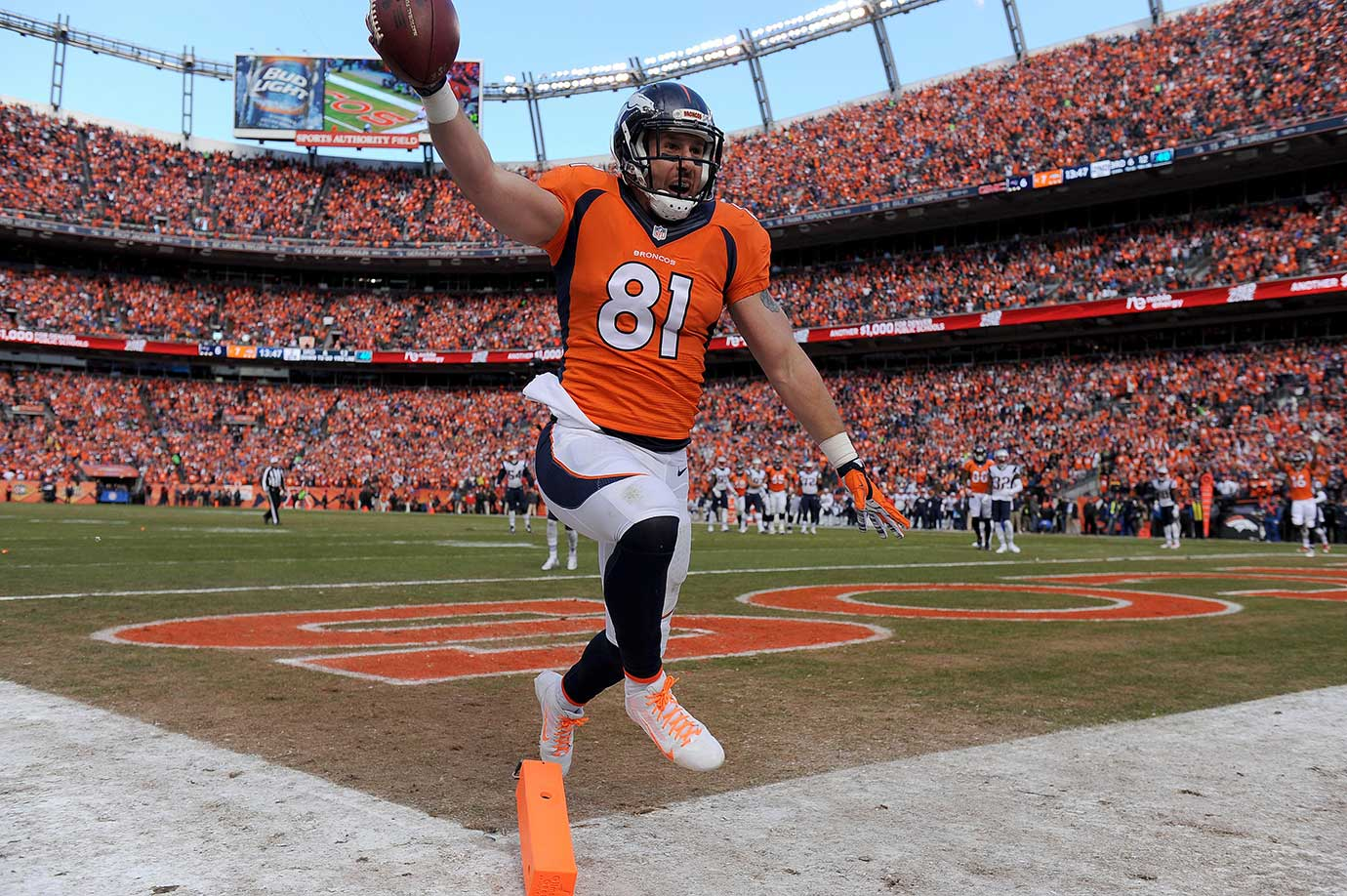 Owen Daniels celebrates the second of his two first-half touchdown receptions.