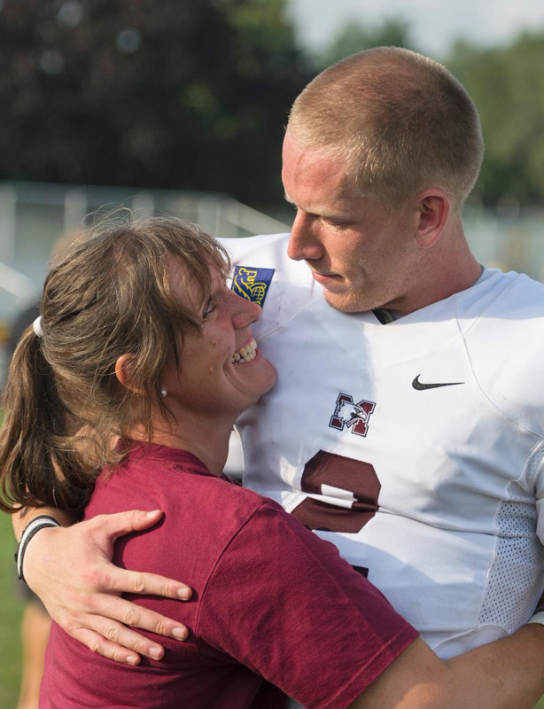 @SInow @richarddeitsch #KeepGoodGoing Canadian college Fball postgame Mom needed a hug after watching me take 8 sacks