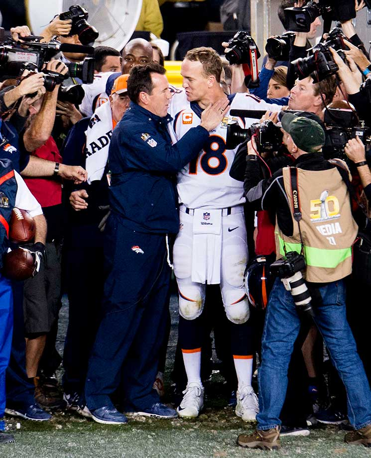 Gary Kubiak and Peyton Manning in the closing seconds of Denver's third Super Bowl-winning season.