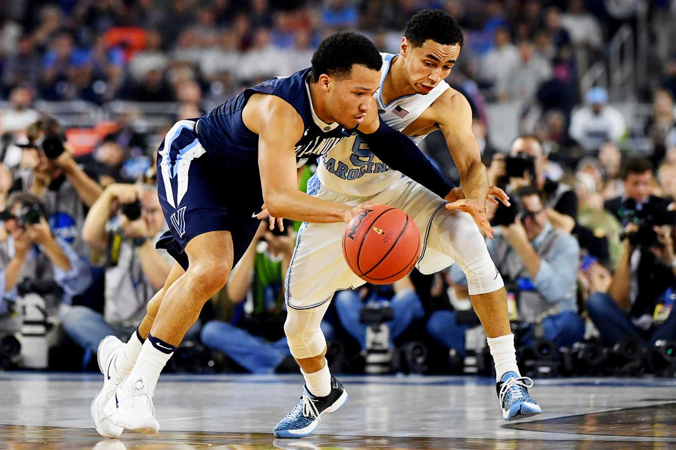 Jalen Brunson and Marcus Paige compete for the ball.