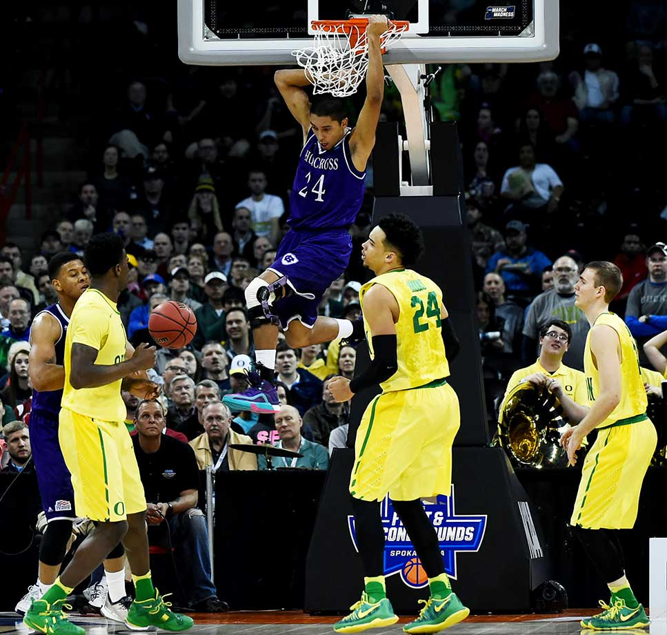 Eric Green dunks against Oregon but couldn't keep the No. 1 seed from advancing to the round of 32 for the fourth straight season.