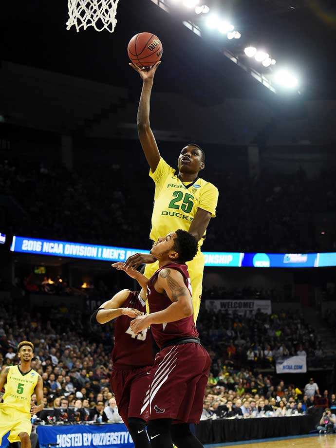 Chris Boucher of Oregon uses the shoulder of a St. Joseph's player to steady himself as he goes up for a shot.