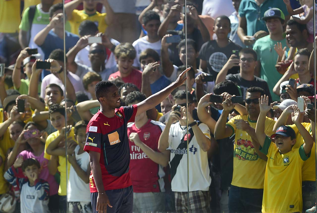Cameroon's forward Samuel Eto'o (front C) waves to fans during a training session with his team at the Kleber Andrade stadium in Vitoria on June 10, 2014, ahead of the 2014 FIFA World Cup football tournament.